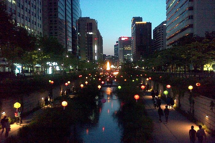 Central Seoul by night - 900