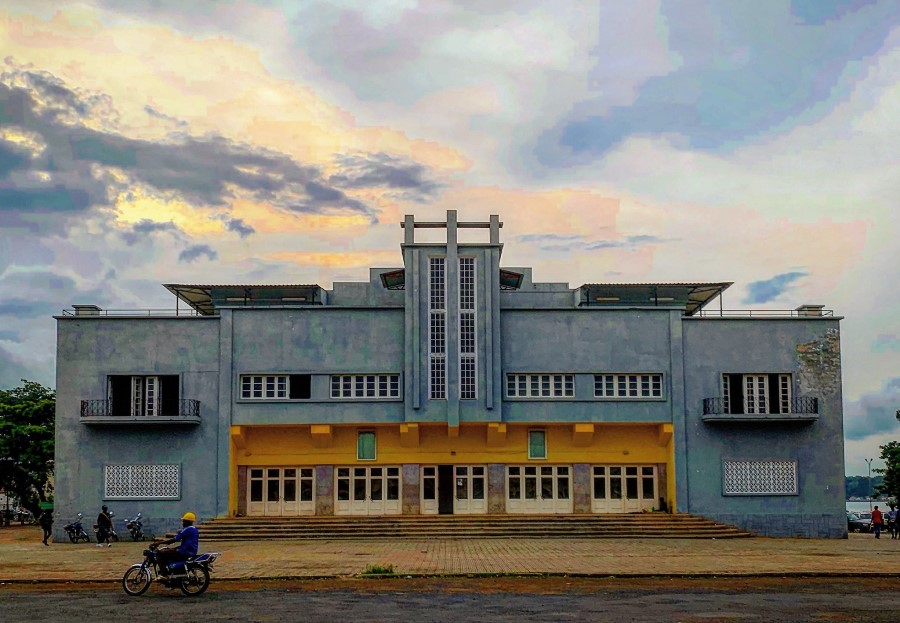 The long unused movie theatre named 'Cinema Marcelo da Veiga' in São Tomé. Photo taken by AIRINC surveyor Andrew Morollo.